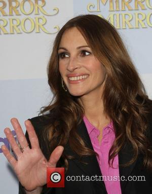 Julia Roberts And Kids Too Busy Reading To Watch Movies