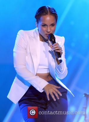 Photos: Alicia Keys Gives Stunning Performance At People'S Choice Awards