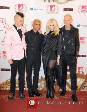 Gwen Stefani, Tony Kanal, Adrian Young, Tom Dumont and No Doubt