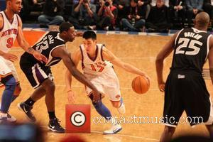 Jeremy Lin navigates the Sacramento Kings defense on his way to a career-high 13 assists  New York Knicks Vs...