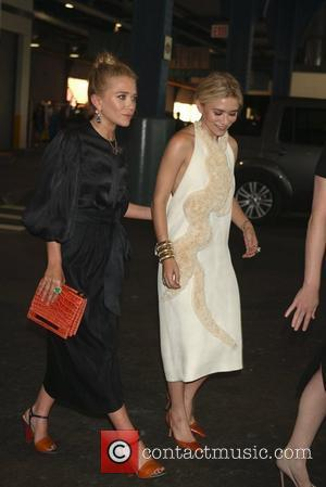Mary-Kate and Ashley Olsen leave their apartment and head to the Fresh Air Fund event. New York City, USA -...