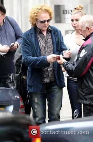Mick Hucknall Refuses To Contact Mother Who Abandoned Him