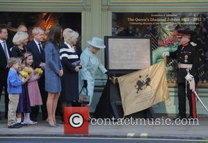 Boris Johnson, Duchess, Kate Middleton, Mason and Queen Elizabeth Ii