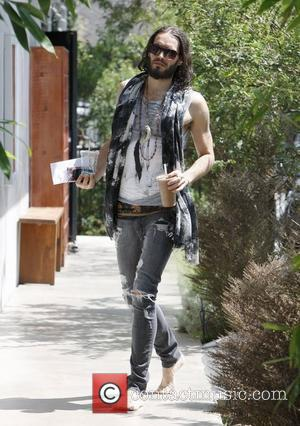 Russell Brand arrives barefoot to his Hollywood yoga class  Los Angeles, California - 12.09.12