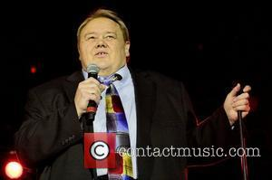 Louie Anderson Suffers Splash Mishap