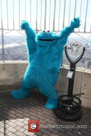 Cookie Monster Covers Icona Pop's 'I Love It' In 'Me Want It (But Me Wait)' Song [Video]