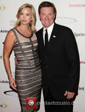 Janet Jones-gretzky and Wayne Gretzky