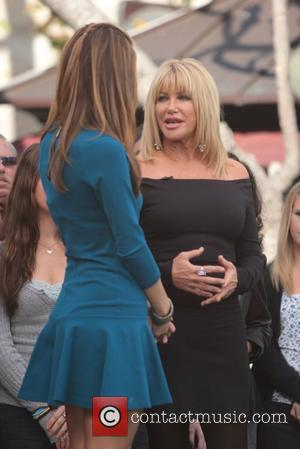 Suzanne Somers at The Grove to appear on the Entertainment News Programme 'extra'  Los Angeles, California - 18.01.12