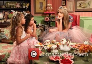 Ellen Degeneres, Taylor Swift
