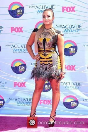 Did Demi Lovato Really Need Three Gowns For Teen Choice Awards?