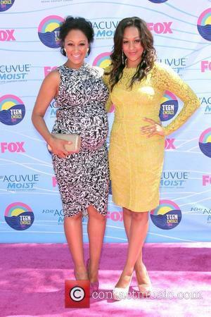 Tamara Mowry and Tia Mowry  The 2012 Teen Choice Awards held at the Gibson Amphitheatre - Arrivals  Universal...