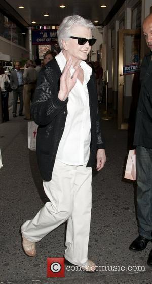 Angela Lansbury Adjusts To Life Without Husband
