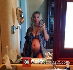 Bumpin' And Proud! Jessica Simpson' Bikini Baby Bump Holiday Snap On Twitter