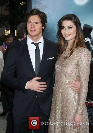 Benjamin Walker and Mary Elizabeth Winstead