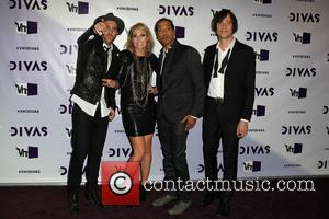 James Shaw, Emily Haines, Josh Winstead, Joules Scott-key and Metric
