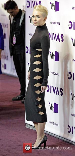 Pictures: Miley Cyrus Eclipsed By Curvy Kelly Osbourne And Jenna Dewan-tatum At Vh1 Divas