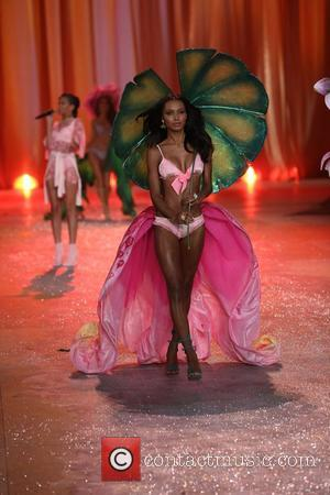 Model and Victoria's Secret