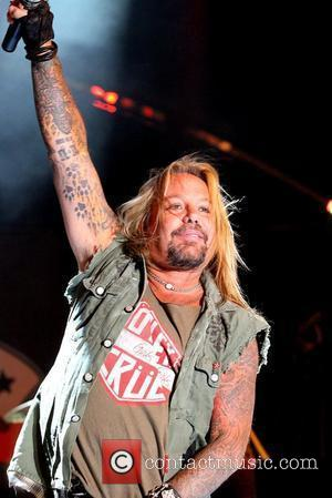 Vince Neil Aiming For Pilot's Licence