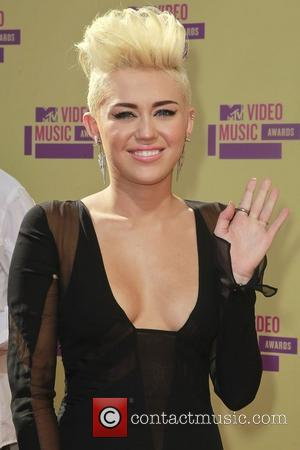 Miley Cyrus And Pink Arrive At Vmas 2012 With Same Hairstyle