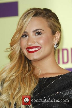 Email Demi Lovato on Demi Lovato   Demi Lovato And Niall Horan  Is She Dating The One