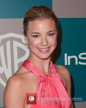 Emily Vancamp 'Dating Co-star Bowman'