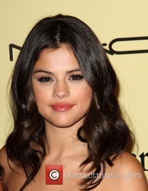 Selena Gomez's Rep Dismisses Carrie Report