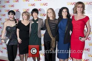 Loreen Arbus, Pat Mitchell, Guest, Gloria Steinem, Lisa Ling and Christine Lahti