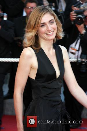 Julie Gayet - Julie Gayet- Cannes 2009 - CANNES, France - Saturday 16th May 2009