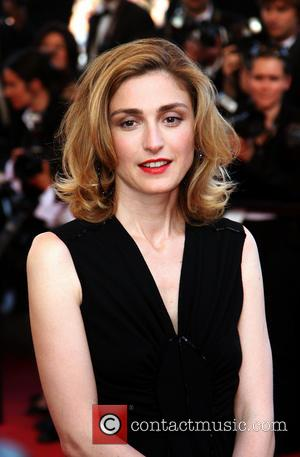 Julie Gayet - Julie Gayet- Cannes 2009 - CANNES, France - Sunday 24th May 2009
