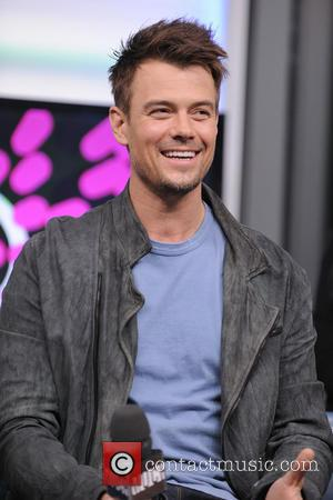 Josh Duhamel and Julianne Hough Greet Fans for Safe Haven Premier (VIDEO)