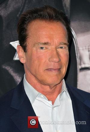 Arnold Schwarzenegger Wears Disguise At Gold's Gym To Unsuspecting Customers [Video]