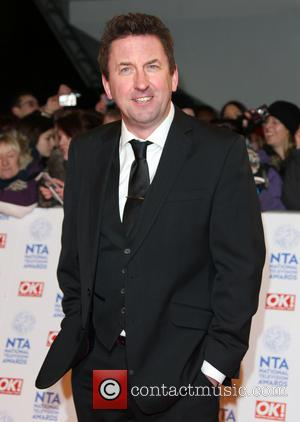 Lee Mack And Catherine Tate Sign Up For UK 'Everybody Loves Raymond'