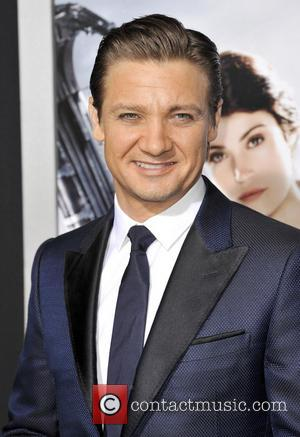 Jeremy Renner Looking Smart At The Hansel And Gretel Premiere