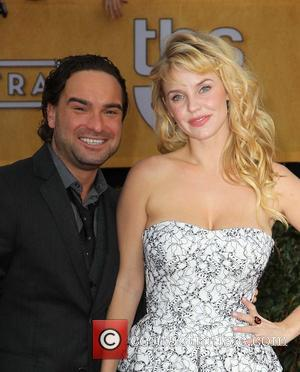 Johnny Galecki and Kelli Garner - 19th Annual Screen Actors Guild (SAG) Awards - Arrivals Los Angeles California USA Sunday...