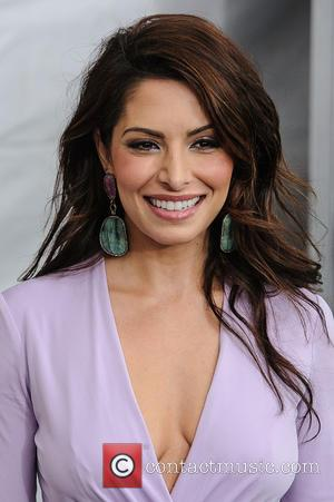Photographers Squabble Over Sarah Shahi At 'Bullet To The Head' Premiere (Video)