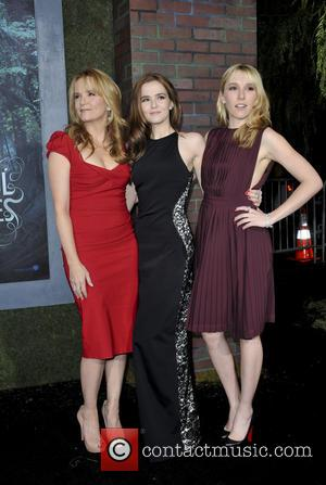 Lea Thompson, Zoey Deutch and Madelyn Deutch - Beautiful Creatures Los Angeles Premiere Los Angeles CA United States Wednesday 6th...