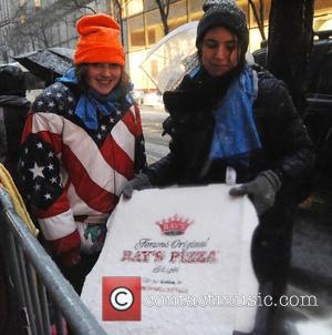 Justin Bieber Treats Fans To Hot Pizza During Blizzard