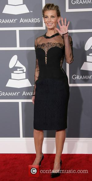 Faith Hills' Braces, Grammy Awards 2013