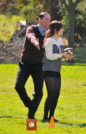 Zooey Deschanel - Zooey Deschanel on the set of 'New Girl' - Los Angeles, California, United States - Monday 11th...