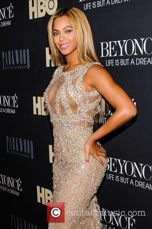 Beyonce Dons Eli Saab Gown To 'Life Is But A Dream' Premiere (Pictures)