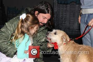 Harper Grohl, Dave Grohl and Sunny - Dave Grohl takes his daughters to the Broadway musical 'Annie' at the Palace...