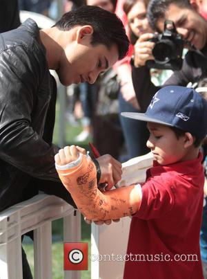Mario Lopez - Celebrities at The Grove to appear on entertainment news show 'Extra' - Los Angeles, California, United States...