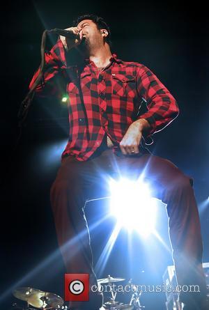 Deftones Frontman Too Sick To Sing