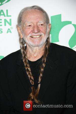 Willie Nelson & Harry Connick, Jr. Write Christmas Tune For New Film