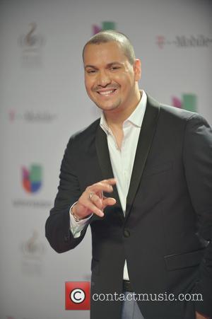 Victor Manuelle - 25th Anniversary Of Univision's 'Premio Lo Nuestro A La Musica Latina' at American Airline Arena - MIAMI,...