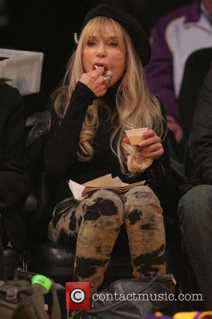 Dyan Cannon - Celebrities watch the LA Lakers vs. Portland Trail Blazers game at the Staples Center - Los Angeles,...