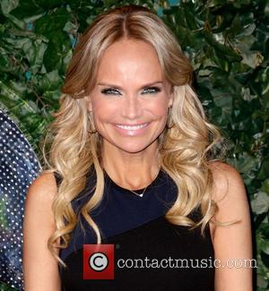 Oscars 2013: Kristin Chenoweth Leads Oscars Coverage In Dazzling Gown (Photos)