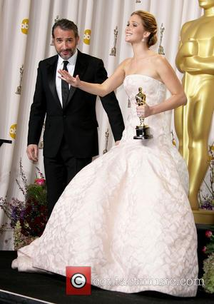 Who is Jennifer Lawrence Flipping Off at the Oscars? (Photo)