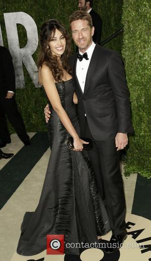 Madalina Ghenea and Gerard Butler - 2013 Vanity Fair Oscar Party at Sunset Tower - Arrivals - West Hollywood, California,...
