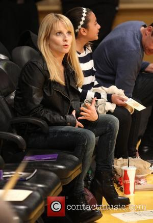 Melissa Rauch - Celebrities watch the LA Lakers play Minnesota Timberwolves at the Staples Centre - Los Angeles, California, United...